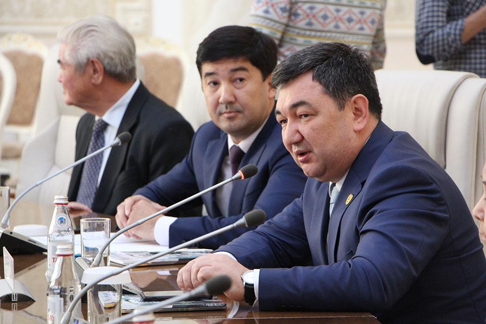 Photo of «Egemen qazaqstan»-100: Дархан Қыдырәліге «Құрметті профессор» атағы берілді
