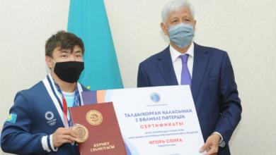 Photo of Тяжелоатлеты Зульфия Чиншанло и Игорь Сон получили ключи от квартир